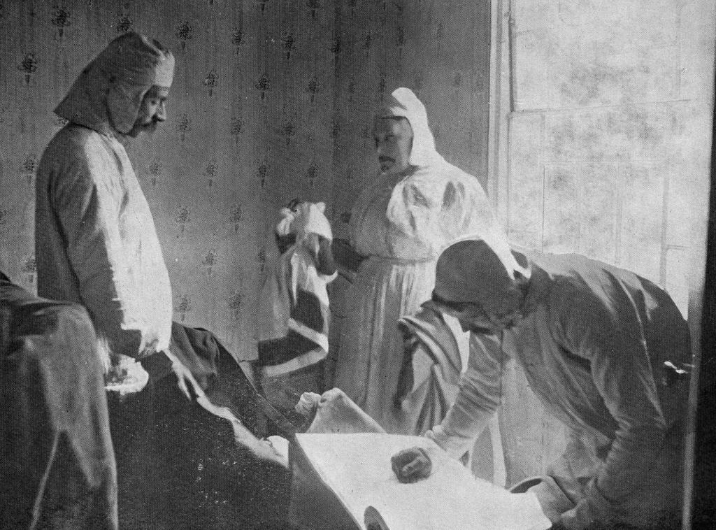 DD025 Disinfectors at work, 1911